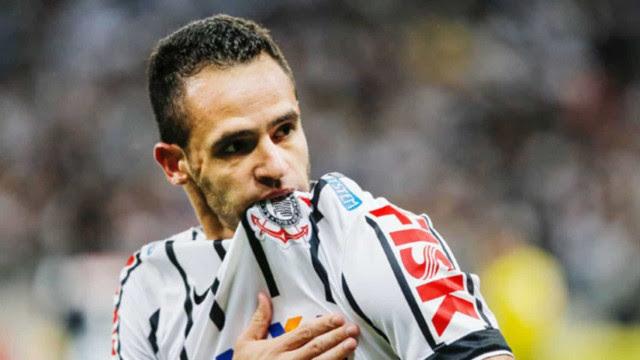 Corinthians anuncia contratação do meia Renato Augusto até 2023