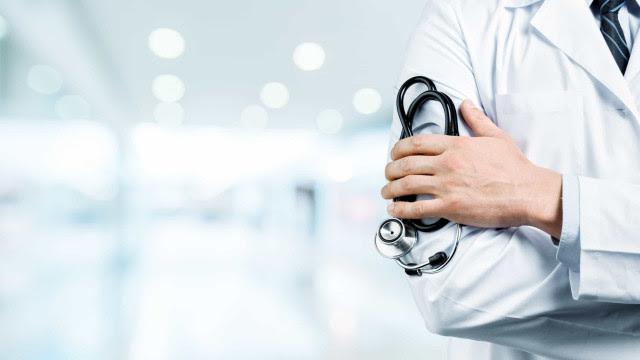 Médico é preso sob acusação de vender atestados falsos para vacinação da covid