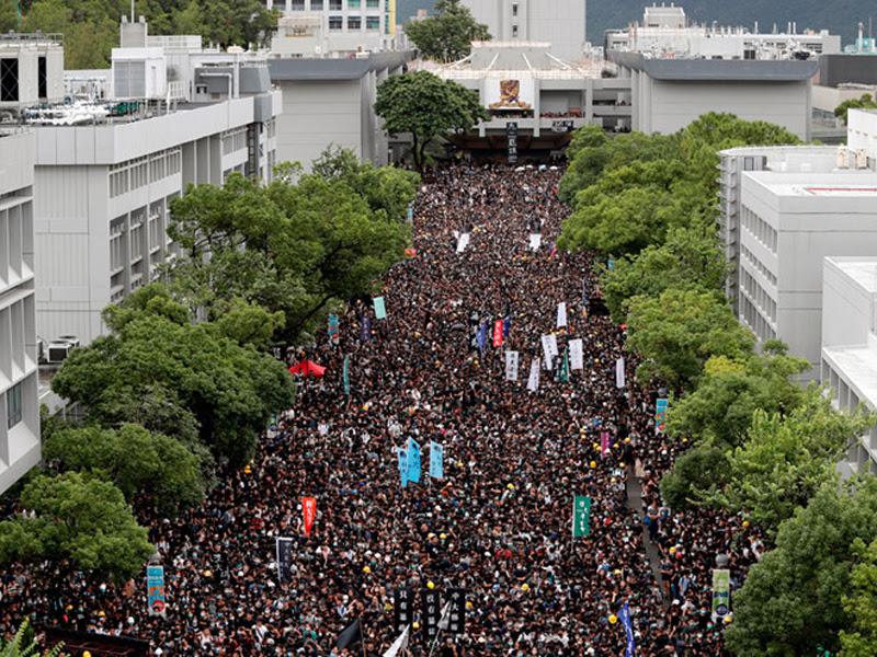 Sinh viên tập trung tại Đại lộ Bách Vạn tại Đại học Trung văn Hồng Kông để tham gia mít tinh bãi khoá ngày 2/9.