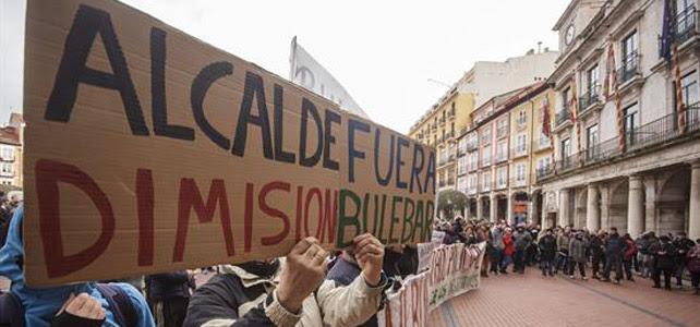 Manifestación en la que piden la dimisión de Lacalle, alcalde de Burgos