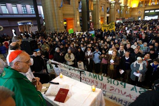 El Cardenal Jorge Bergoglio encabezó una misa en la estación Constitución, continúa la puja con el gpbierno por el matrimonio gay. Foto: LA NACION / Rodrigo Néspolo