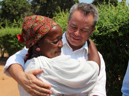 Teresa Mbalane, who has been receiving HIV treatment since 2004, with CDC Mozambique Director Edgar Monterroso