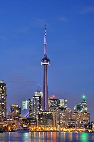 Toronto_-_ON_-_CN_Tower_bei_Nacht2.jpg