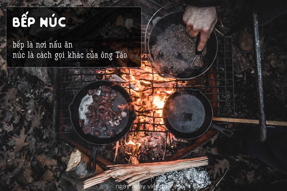 Núc là 'đồ đắp bằng đất thưỠng làm ra ba hòn, có thể bắc nồi nấu ăn' và có thể hiểu núc chính là ông Táo.