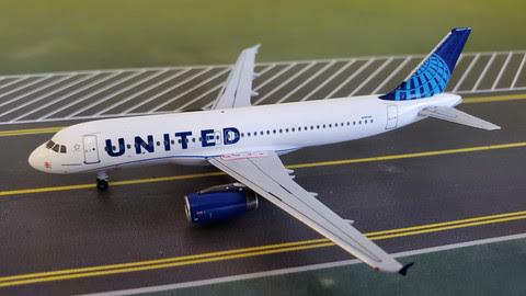 A320 United N1913U 'New Colours'