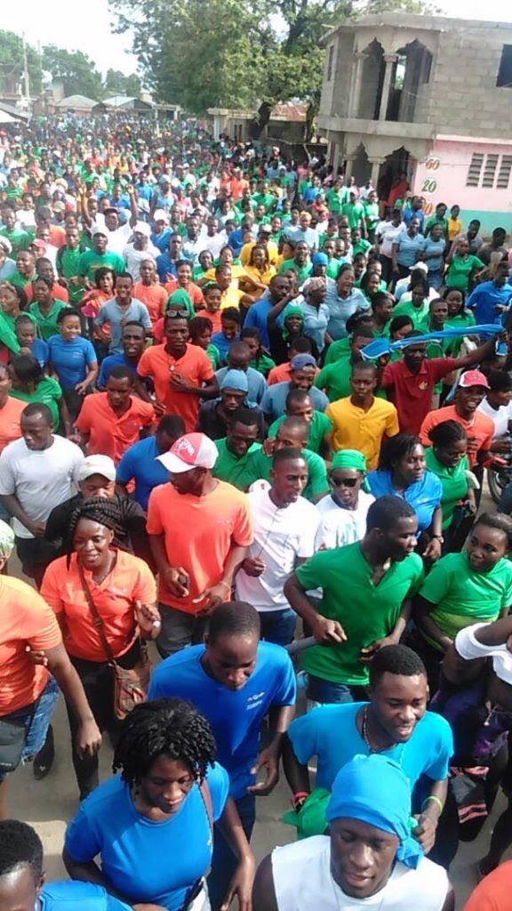 Ounaminthe, Haiti - os trabalhadores da Zona Franca CODEVI deixam o trabalho e tomam a rua.