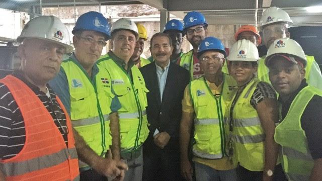 El presidente Danilo Medina supervisa la obra.