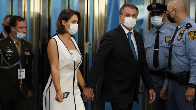 Prefeito de NY reage ao descobrir que Michelle Bolsonaro se vacinou nos EUA