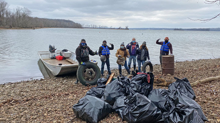 Volunteers remove 5 tons of trash from Tennessee River