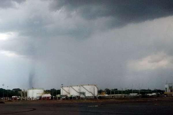 Tornado registrado perto do Aeroporto de Brasília (Kleber Alves dos Santos/Divulgação)