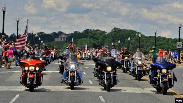 Cuộc diễu hành Rolling Thunder tới Đài tưởng niệm chiến tranh Việt Nam ở thủ đô Washington.