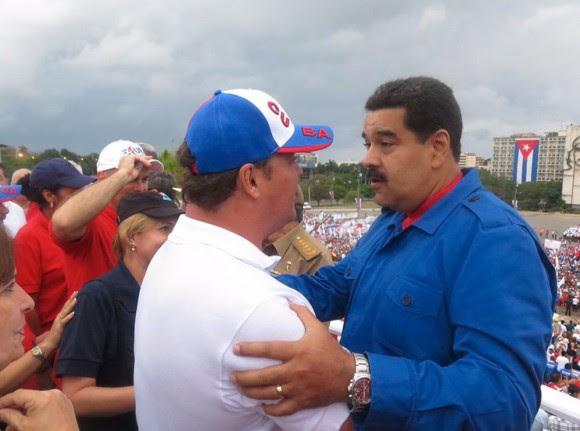 """El Presidente venezolano Nicolás Maduro saludó a los """"Cinco Héroes"""" cubanos. Foto: Miraflores"""