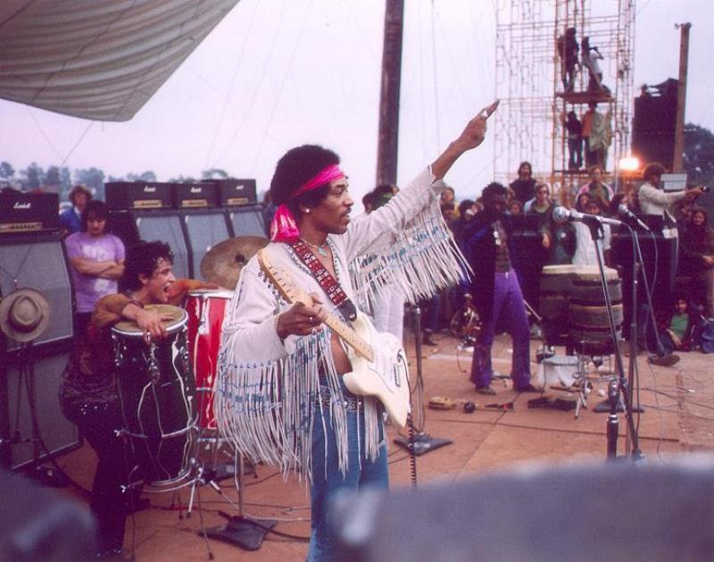 46 Years Ago Today, 500,000 People Descended On A Farm For The Greatest Music Festival Of All Time Jimi-hendrix