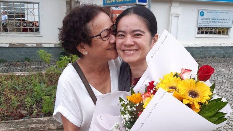 Gia đình đón mừng TNLT Nguyễn Đặng Minh Mẫn sau 8 năm tù ngục độc tài CSVN do xác quyết chủ quyền biển đảo HS.TS.VN. Ảnh: Việt Tân