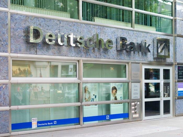 """El CEO de Deutsche Bank dice que """"un gran número"""" de empleados serán sustituidos por robots"""