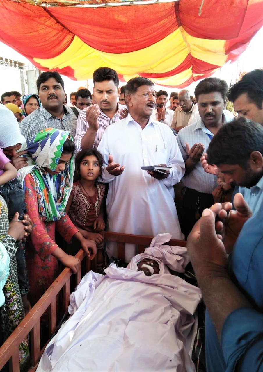 Mourners at funeral of Javed Masih, killed near Faisalabad, Pakistan in May 2019. (Morning Star News)