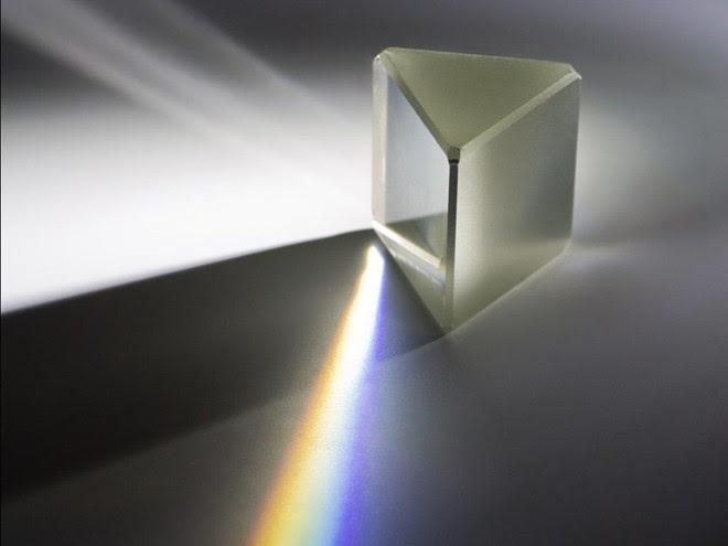 So với sợi cáp quang thông thường, ánh sáng truyền qua chân không vũ trụ nhanh hơn tới 47%