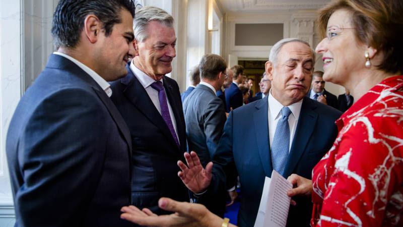 Image result for Kuzu weigert Netanyahu de hand te geven/Foto