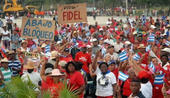 Desfile por el Primero de Mayo, Día del Proletariado Mundial, en la Plaza de la Revolución Antonio Maceo, en Santiago de Cuba, el 1ro. de mayo de 2015. AIN FOTO/Miguel RUBIERA