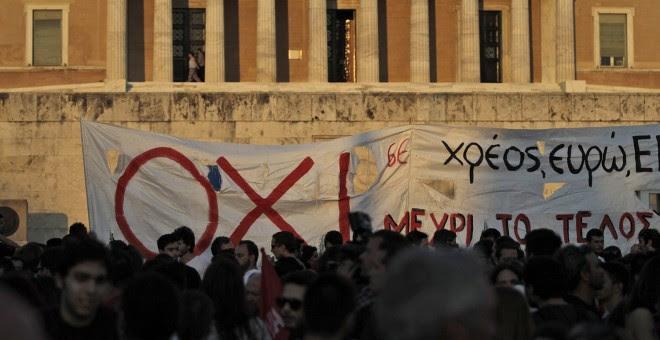 Protesta contra las políticas de austeridad en el Parlamento de Atenas