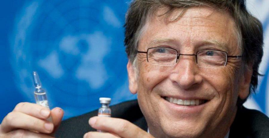 Bill Gates med vaccinspruta. Foto: Jean-Marc Ferr för FN i Geneve. Licens: CC BY-NC-ND 2.0