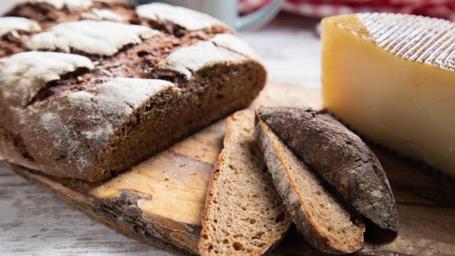 Saiba como fazer um pão de centeio caseiro
