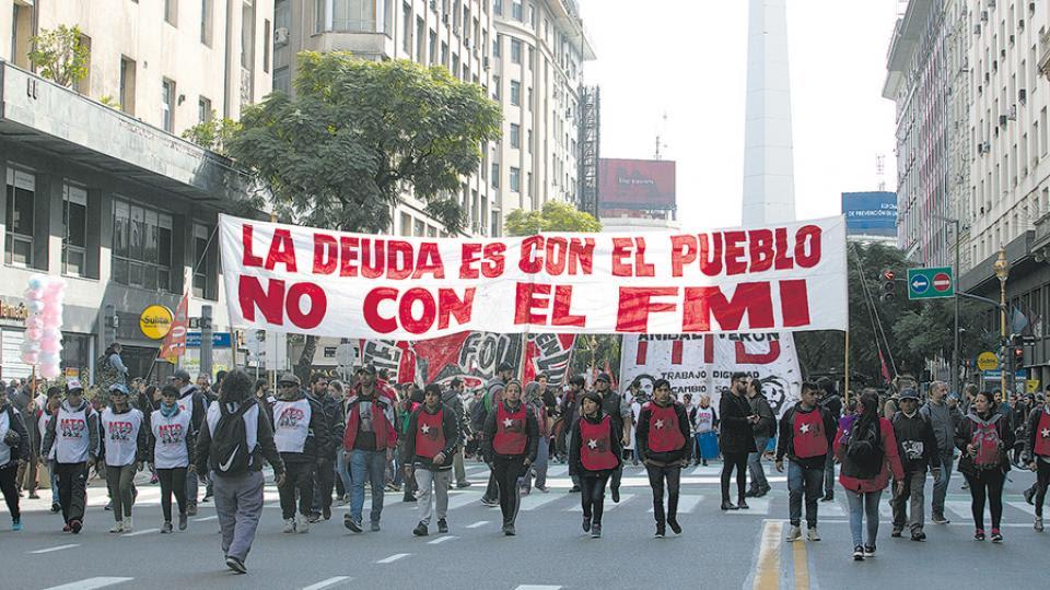 Los movimientos sociales marcharon por el centro porteño hacia el Obelisco.