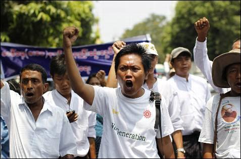 Miembros de la Unión de Trabajadores de Myanmar durante la manifestación del primero de mayo