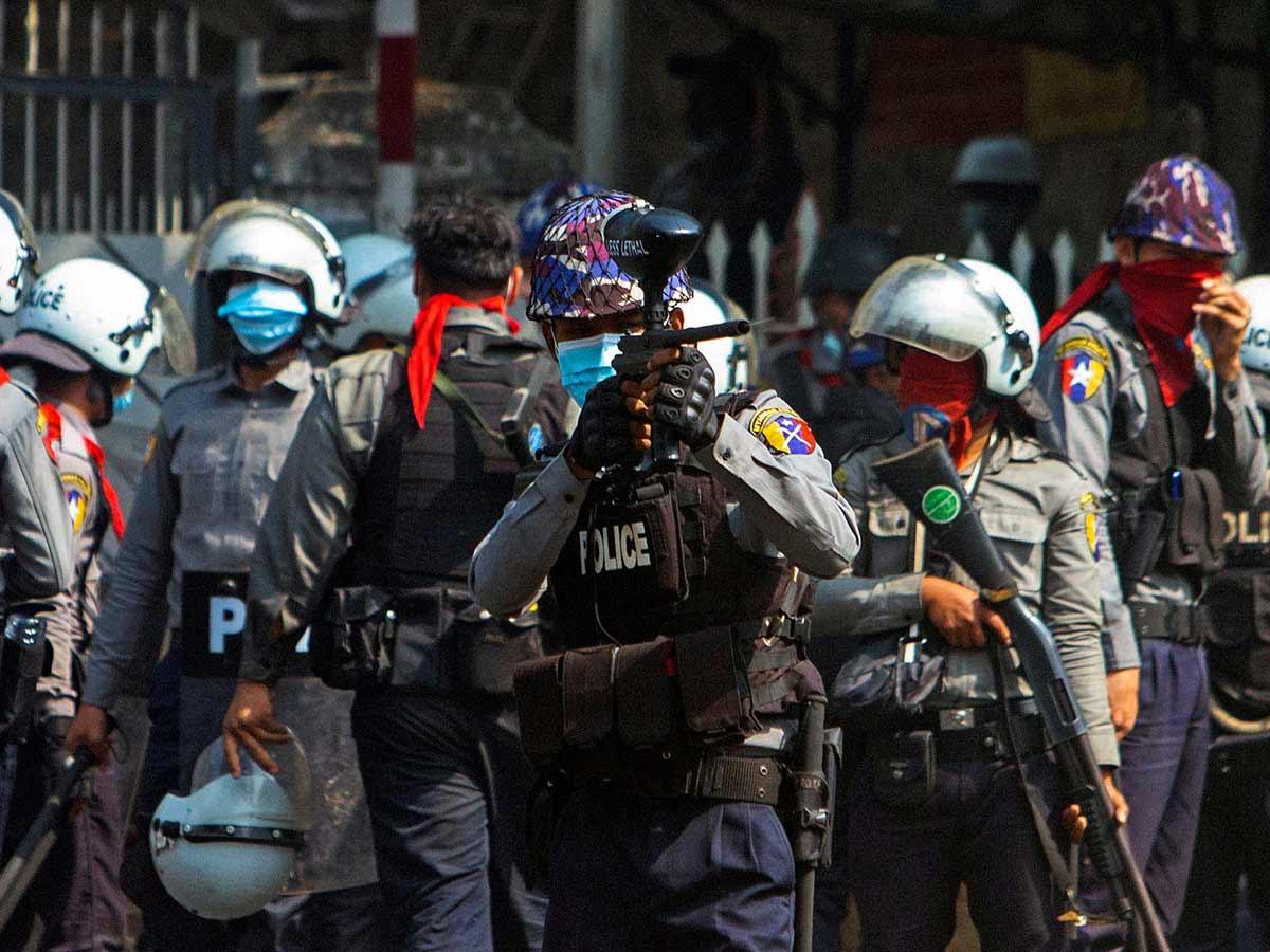 Represión policial en Myanmar deja al menos 18 muertos
