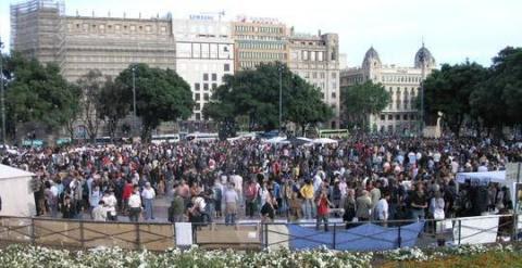 Plaza de Catalunya durante el mediodía de este viernes./ Twitter: @PodemBlanes