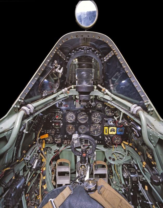 http://www.laboiteverte.fr/21-cockpits-davions/06-cockpit-avion-supermarine-spitfire-mk-vii/
