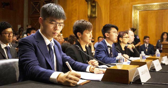 Hoàng Chi Phong (Joshua Wong) và ca sỹ Denise Ho, đã tới thủ đô Washington kêu gọi chính phủ Mỹ thông qua dự luật cho Hồng Kông.