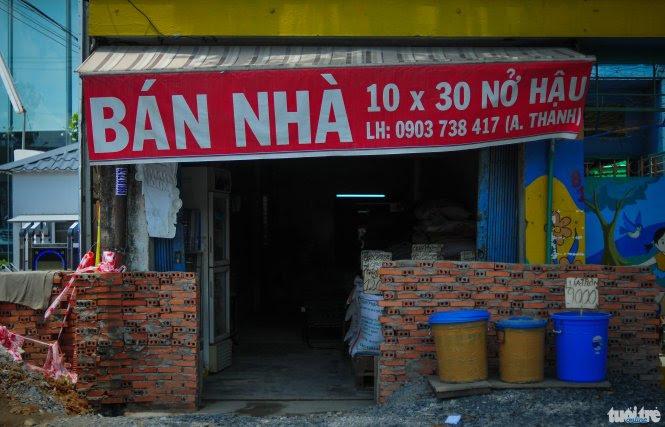 Người dân Sài Gòn bán nhà, ồ ạt gởi tiền ra nước ngoài vì sợ đổi tiền