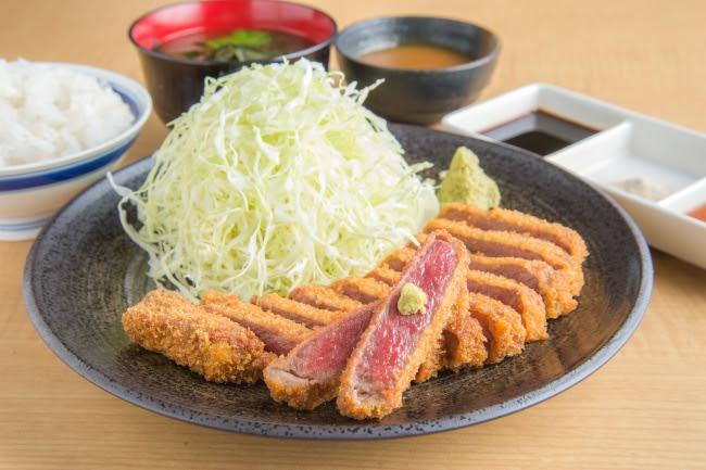 京都勝牛の定番「牛ロースカツ膳」