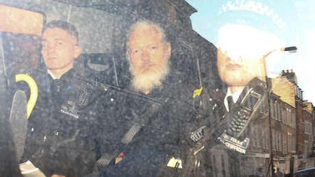 El periodista Julian Assange es trasladado a la Justicia, el 11 de Abril en Londres (Reino Unido).