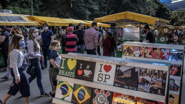 Covid-19: Brasil registra menor média móvel de casos em um dia