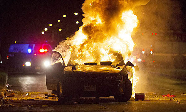 milwaukee-police-car-on-fire-600