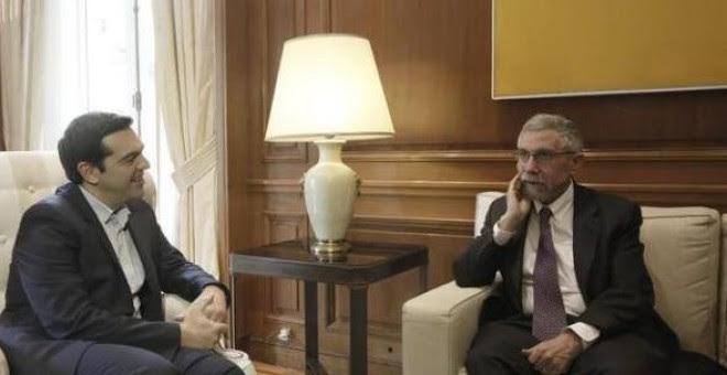 El primer ministro griego, Alexis Tsipras, en su despacho, con el premio nobel de Economi Paul Krugman.- EFE