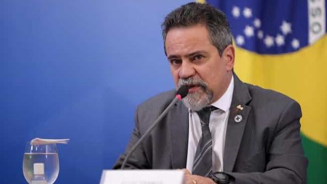 Almeida entrega documento à CPI comprovando reunião com ex-número 2 de Pazuello