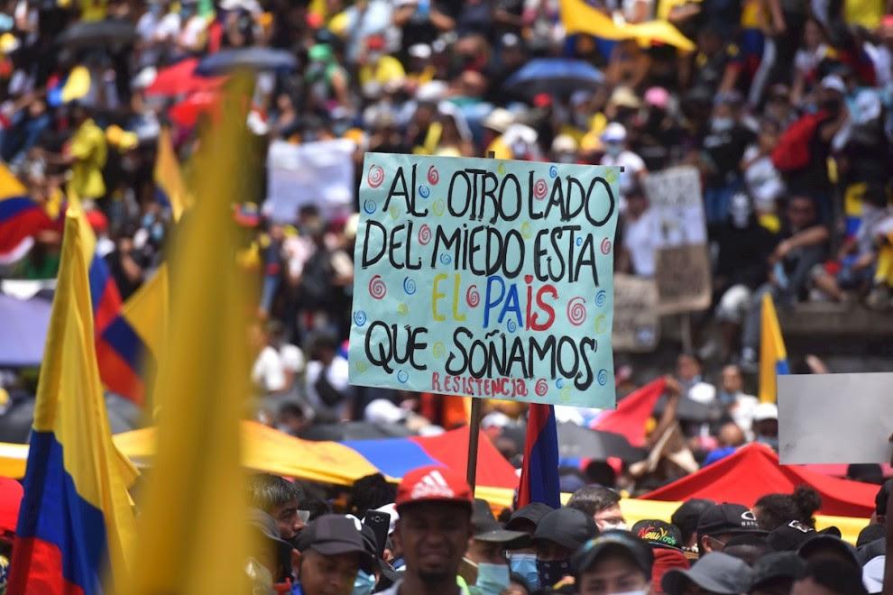 01/05/2021. Manifestantes participan en nueva jornada de protesta contra la reforma tributaria mientras se conmemora el Día Internacional de los Trabajadores, en Cali (Colombia). - EFE