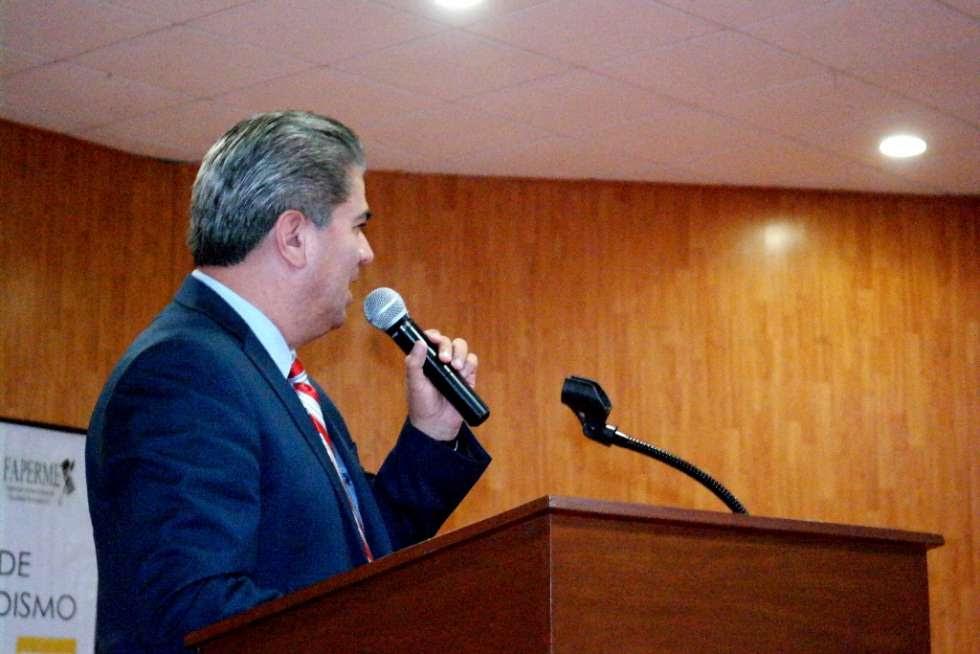 El Rector de la UTN M.C. Noé Molina Rusiles felicitó a los licenciados en periodismo que ingresaron al CONALIPE