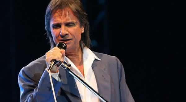 roberto carlos entre os artistas que venderam discos no brasil