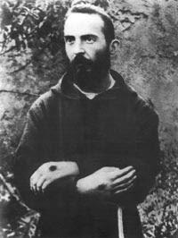 Ojciec Pio ze stygmatami na dłoniach