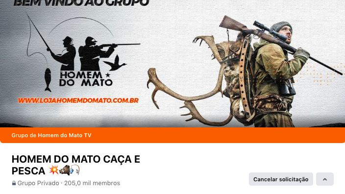 """Imagem de capa do grupo """"Homem do Mato Caça e Pesca"""" contém a foto de um homem carregando uma arma e a carcaça de um animal morto e indica o endereço da loja online Homem do Mato"""