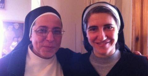 Sor Lucía Caram y la monja Teresa Forcades./ www.lidiapujol.cat