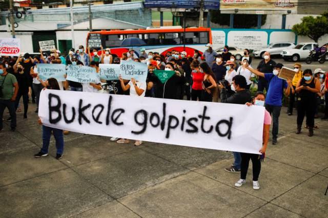 Bukele toma controle das instituições de El Salvador