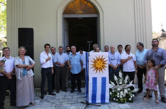 Precandidatos y principales dirigentes blancos se reunieron en Paysandú para rendir homenaje a Leandro Gómez. Foto: Prensa Juan Sartori