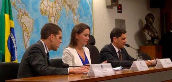 María Machado en el senado de Brasil, donde recibió una contundente respuesta de la senadora Vanessa Grazziotin