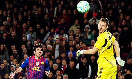 Lionel Messi, Bernd Leno