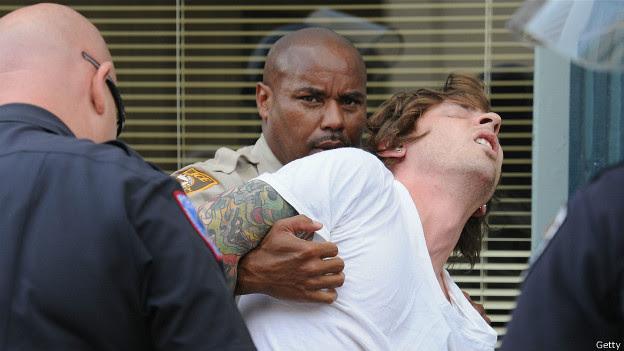 Ferguson, arresto de manifestante